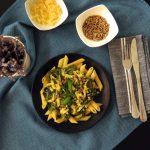Creamy Vegan Pasta with Mushrooms, Green Peas & Spinach