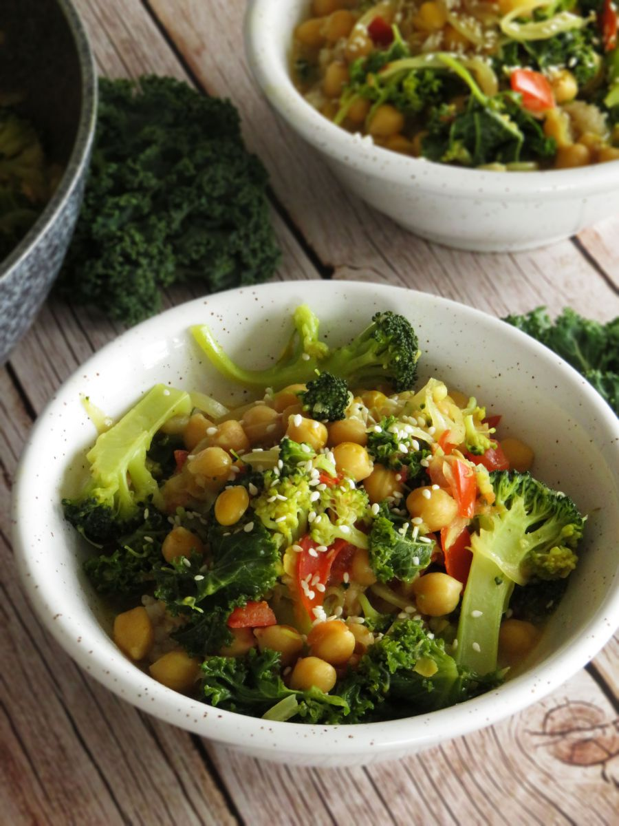 Coconut Curry with Chickpeas, Broccoli & Kale