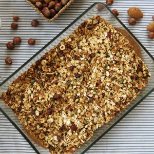 Crunchy Homemade Granola | WHY OATS ARE A STAPLE IN MY DIET?